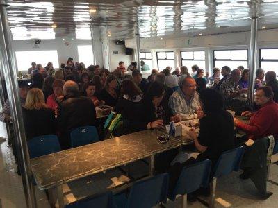 在瓦伦西亚乘坐双体船游览儿童50分钟