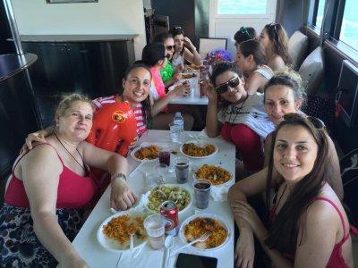 在Costa de Valencia游轮2小时