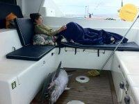 在船上休息
