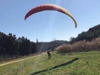在Luesia的滑翔伞飞行串联20分钟