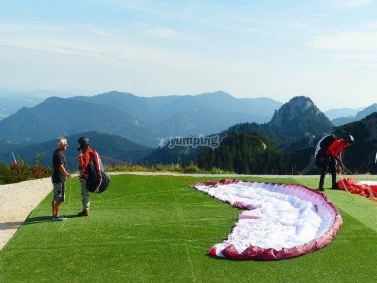 准备滑翔伞