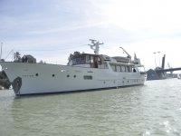 Disfruta de nuestro fabuloso barco
