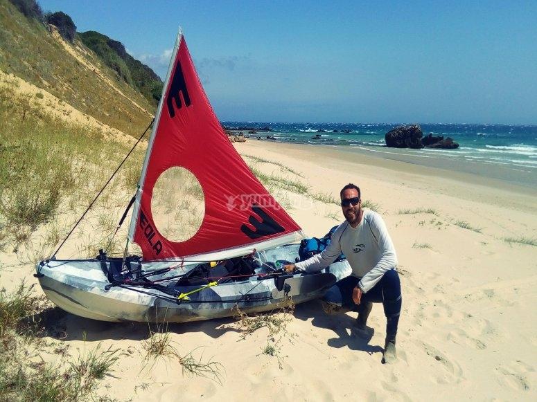 在岸上展示皮划艇