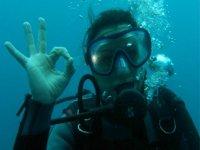 saludo bajo el mar