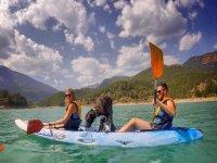 Con el perro a bordo del kayak