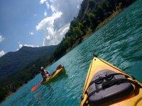 En el embalse de La Llosa del Cavall con los kayaks