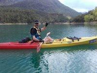 Remando en el kayak