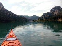 Through the reservoir of La Llosa del Cavall by kayak