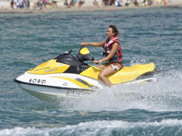 Conduce una moto acuatica