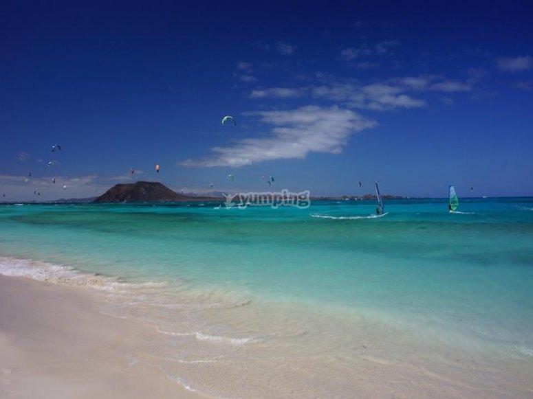Windsurf nella spiaggia di Corralejo