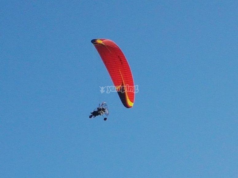Volando en paramotor