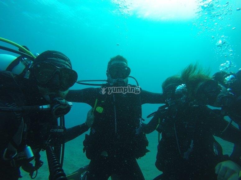 通过在加纳利在拉斯帕尔马斯练潜水