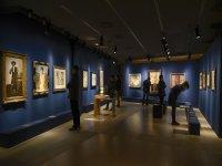 Visitando la colección pictórica del museo