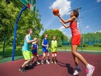 Baloncesto en el campamento de Pontevedra
