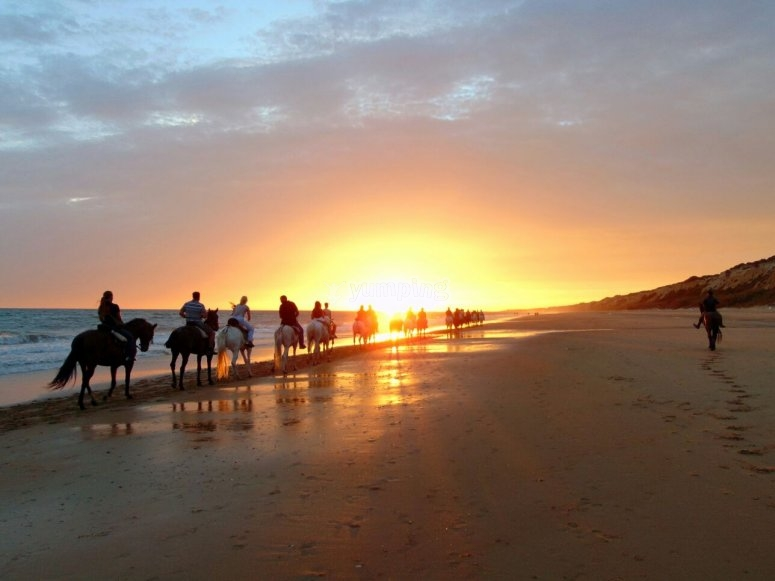 Precioso atardecer en ruta a caballo
