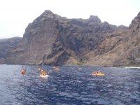 Grupo con kayak de mar