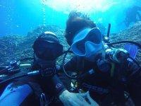 Diviertete debajo del agua