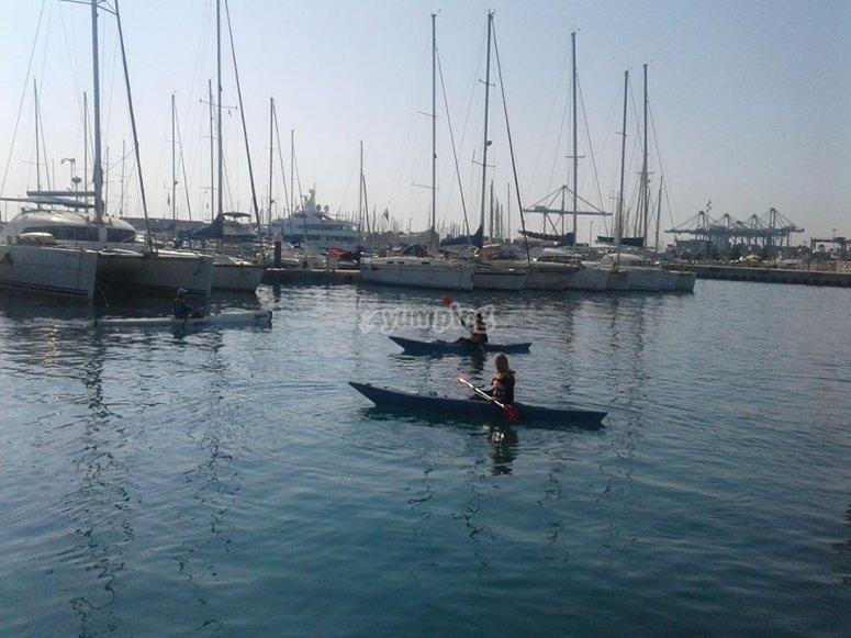 Kayaks en el Puerto de Valencia