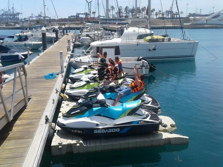 Motos de agua biplaza en costa Valenciana