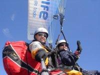 在特内里费DISTRIBUCIONES大道标志洗礼滑翔伞