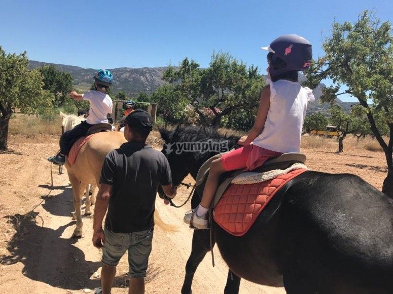 Dando un paseo a caballo