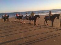 Grupo familiar a caballo