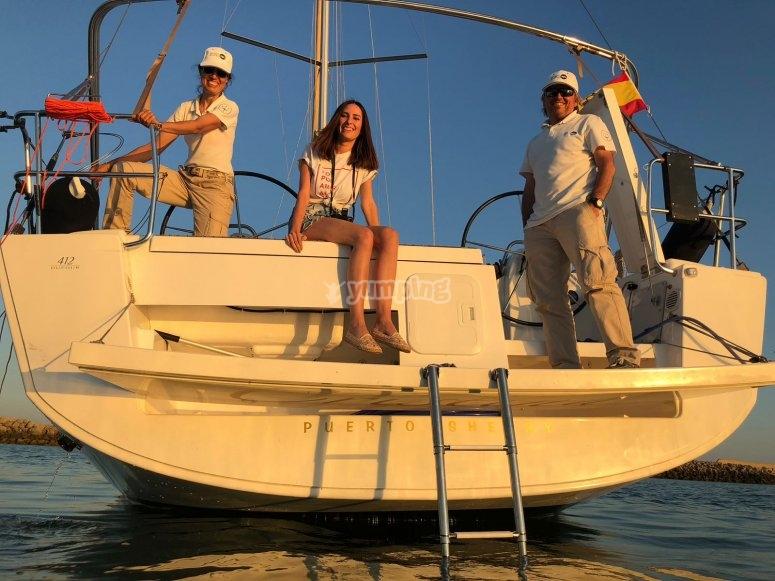 从圣玛丽亚港(Puerto de SantaMaría)乘帆船