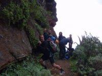 Camino ascendente en el monte