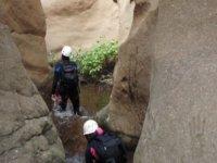 Rio encajado entre las rocas