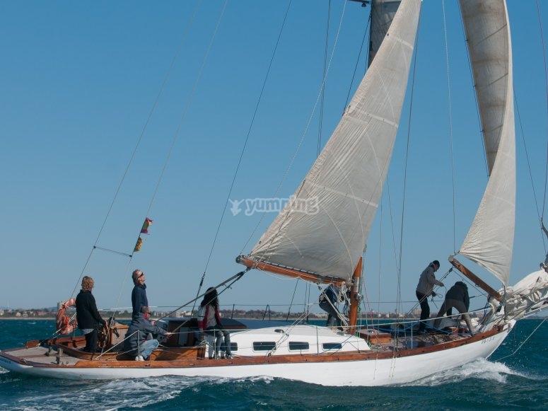 巴塞罗那的木制帆船