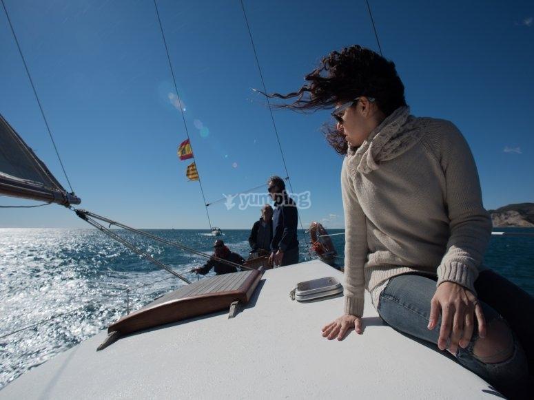 帆船穿越巴塞罗那
