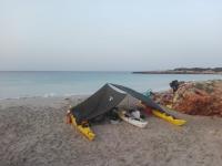 Kayaks al anochecer en la playa