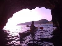 Saliendo de la cueva con el kayak