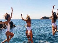 Saltando al mar desde el barco