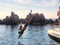 Saltando al Mediterraneo desde el barco