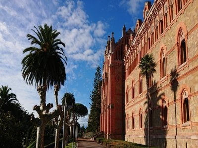 Visit of Comillas and Gaudí's Capricho for kids 5h