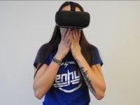 Sorprendida por el juego virtual