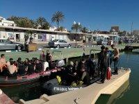 Buceadores subiendo a las embarcaciones