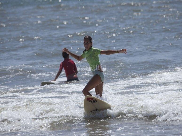 Tabla de surf y material en Ayamonte