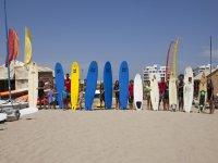 Material con diversidad de tablas de surf en Isla Canela