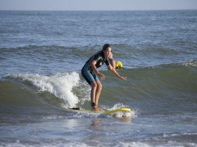 Alquiler material surf avanzado en Isla Canela 1h