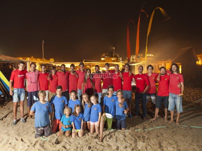 Integrantes del curso de surf en Huelva