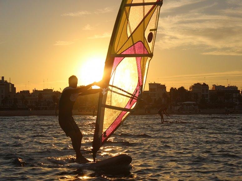 Windsurf al atardecer