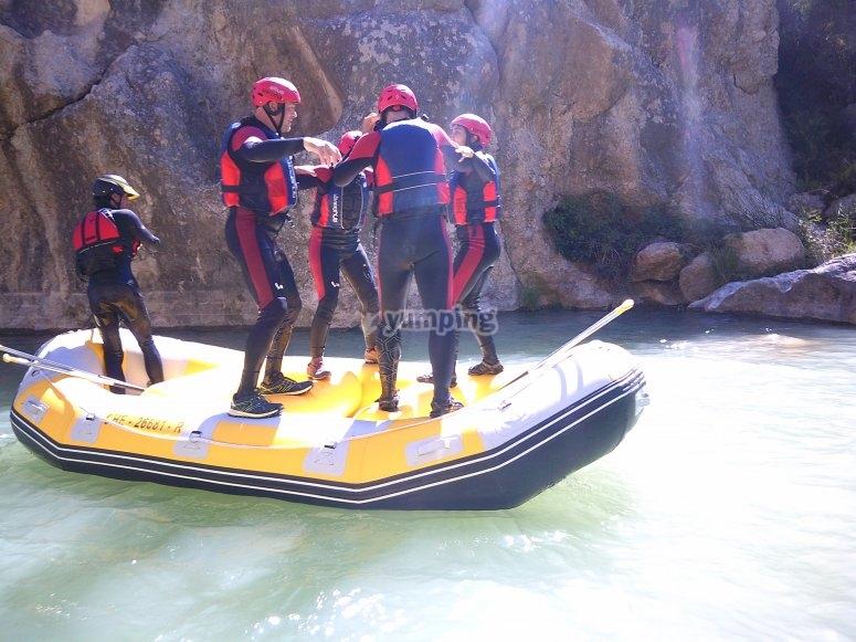 Sobre la balsa de rafting