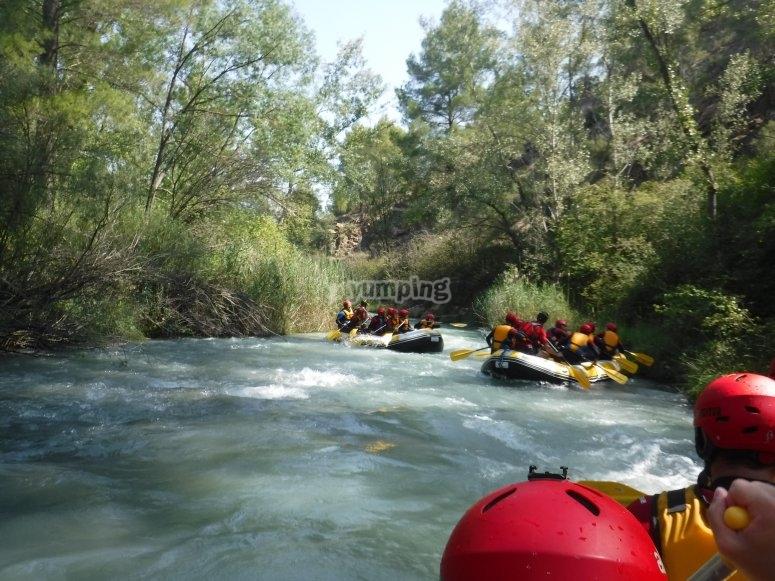 A bordo de los rafts por grupos