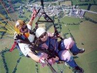 滑翔伞飞行与监视器