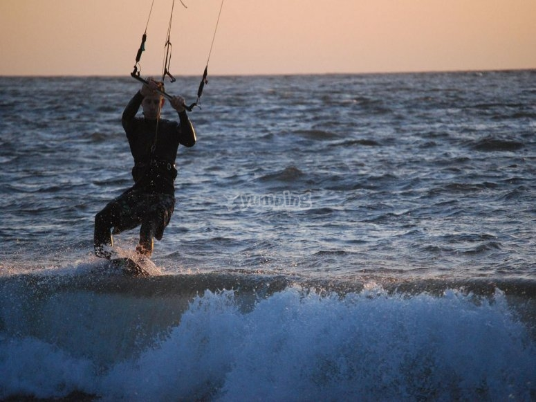 Experimenting kitesurf