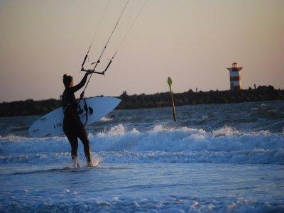 1 día de curso de kitesurf en Costa Cabana, 3h