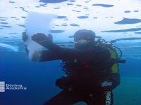 Hielo bajo el agua