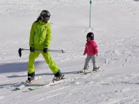 Equiando小旁边等着的Cerler滑雪缆车